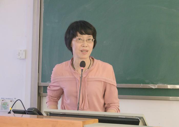 【青年教师教学能力提升系列培训(三)】数学与大数据学院李桂贞老师作经验分享